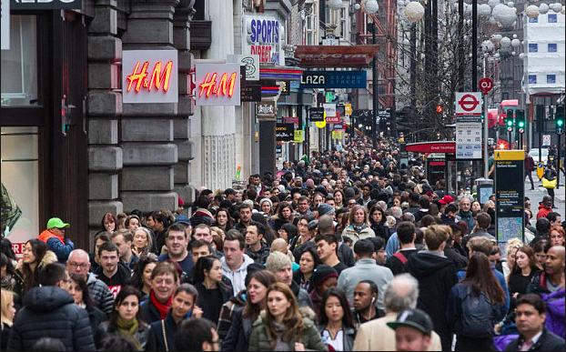 크리스마스 시즌의 옥스포드 스트릿. 일간지 텔라그라프(Telegraph)는 이를 런던 시내의 '일반적인 광경(general view)'으로 소개하고 있습니다. 출처: Telegraph