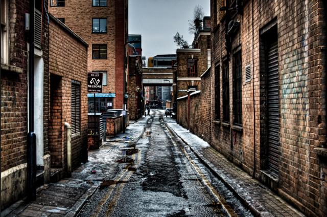 날씨에 따라서 조금은 괴기스럽게도 보이는 앨리. 비오는 날이면 대부분 이런 풍경이죠. 출처: by Tim Arai, Flicker